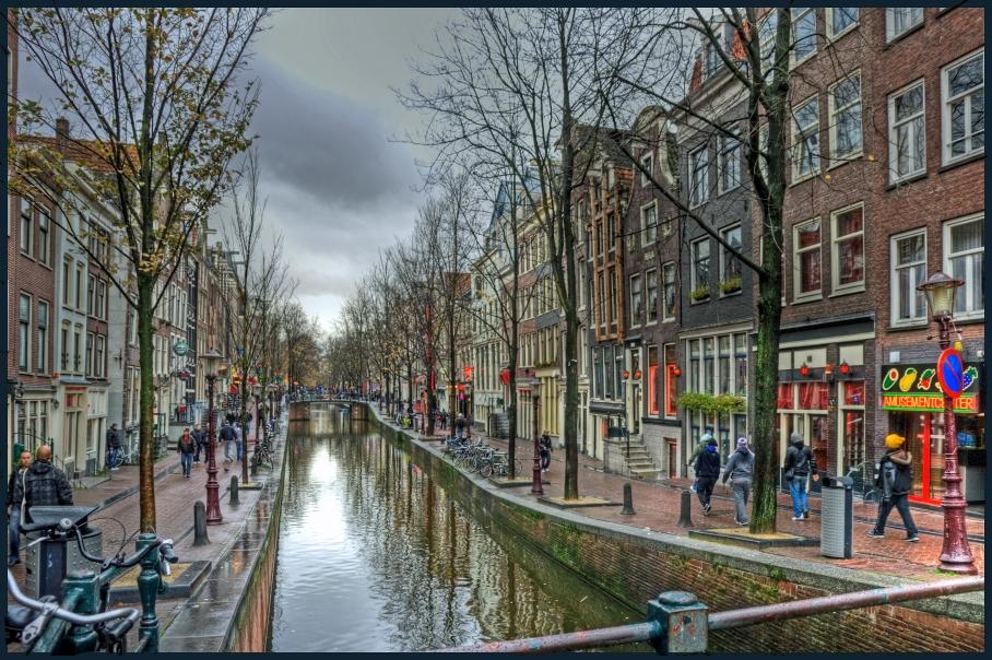 Red-light_district_(De_Wallen)_Amsterdam